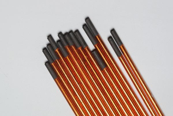 Eletrodos de grafite com capa de cobre.