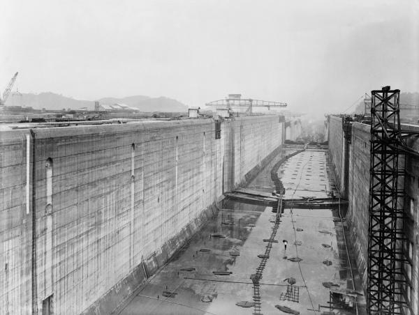 Construção do Canal do Panamá em 1912, um ano antes da sua finalização