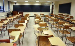 Greve escolar, salas de aula vazias