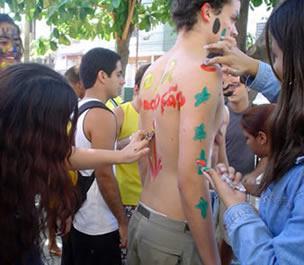 http://www.brasilescola.com/upload/e/trote-estudantil.jpg