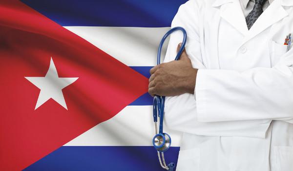 Médicos cubanos que atendiam pelo Mais Médicos vão deixar o Brasil até o final do ano