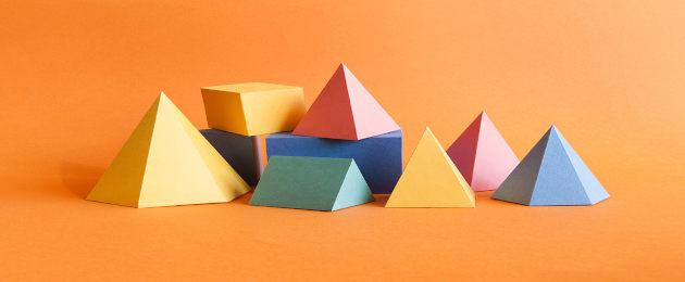 Sólidos geométricos coloridos feitos de papel