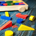 Brinquedo de formas geométricas coloridas