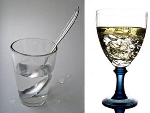 Mistura de água e açúcar e mistura de água e óleo