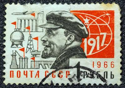 Lênin apoiou o controle operário desenvolvido pelos trabalhadores russos como forma de sustentar sua proposta de tomada do poder.*