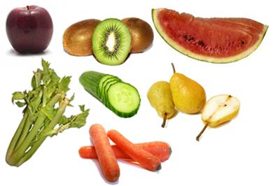 Exemplos de alimentos detergentes: maçã, kiwi, melancia, aipo, pepino, pera e cenoura