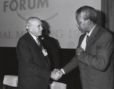 Nelson Mandela e Frederik Klerk no Fórum Econômico Mundial em 1992¹