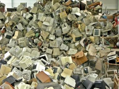 A produção de lixo gerada pela obsolescência programada é cada vez maior