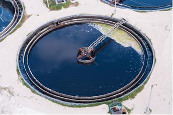Tanque de decantação em estação de tratamento de água