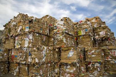 Grande quantidade de papel que será usado para reciclagem