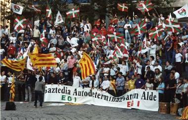 População basca em protesto pacífico pela constituição de seu território