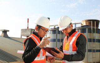 Uma grande área de atuação do engenheiro químico é na indústria petroquímica