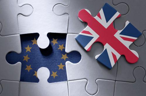 O Reino Unido saiu da União Europeia por meio de um referendo no dia 23 de junho de 2016
