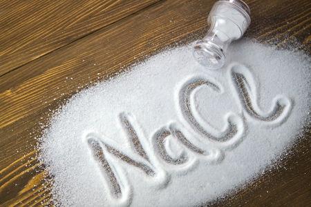 Cloreto de sódio pode ser obtido a partir de destilação simples