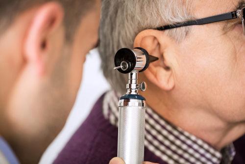 Realizar exames médicos periódicos é essencial para se evitarem complicações graves na audição