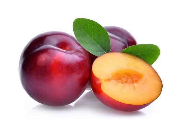 As ameixas são frutas ricas em aminoácidos, minerais e vitaminas, principalmente vitamina C.