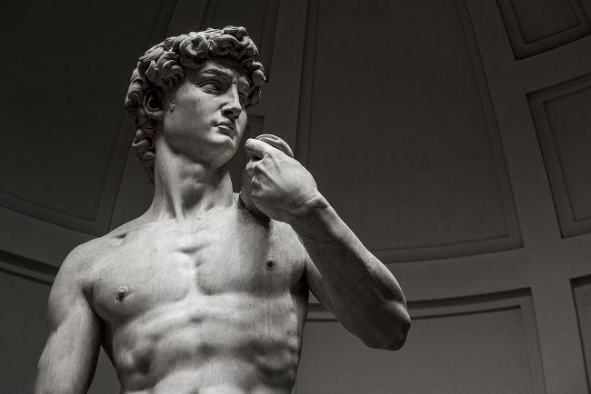 Davi é uma das mais famosas obras de Michelangelo.