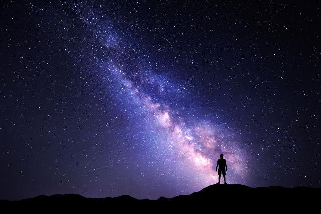 A fascinação humana pelo céu noturno motivou o estudo da natureza durante séculos.