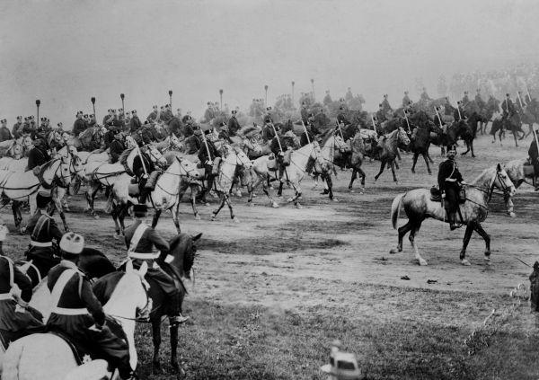 Tropas russas durante inspeção de Nicolau II, czar russo, durante a Primeira Guerra Mundial.