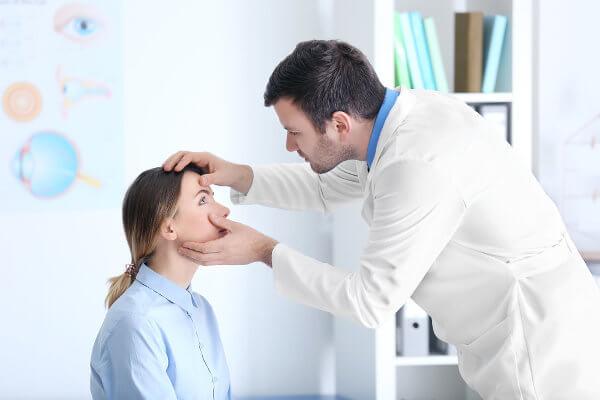 Ao exercer sua profissão, o médico deverá seguir um código de ética.