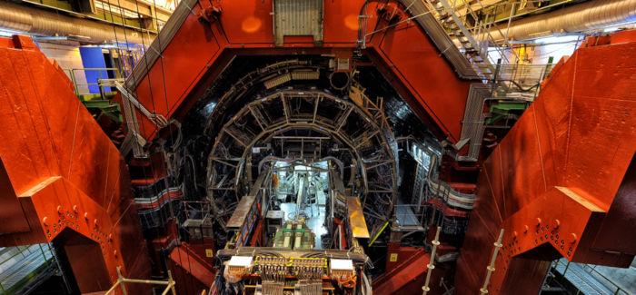 Grande Colisor de Hádrons: utiliza mais de 800 toneladas de fios supercondutores de Nióbio.