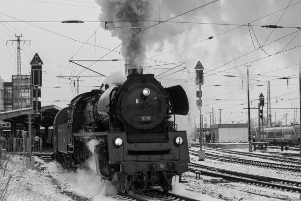 O motor a vapor foi a principal inovação que impulsionou a Revolução Industrial.