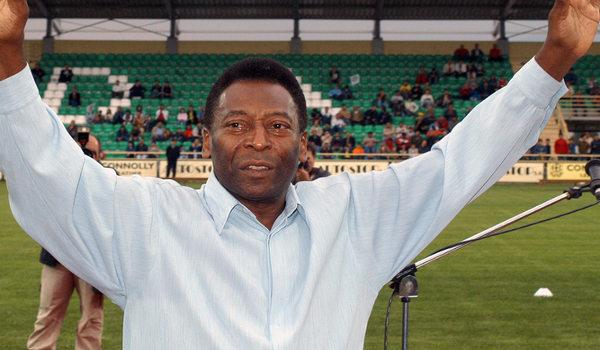 Pelé é considerado o Rei do Futebol. (Crédito: Shutterstock | Kostas Koutsaftikis)