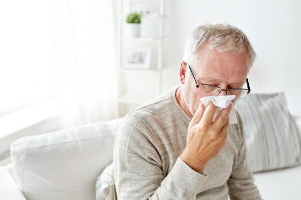 Em idosos, a gripe pode ser bastante perigosa, portanto, esse grupo está entre os prioritários para vacinação.