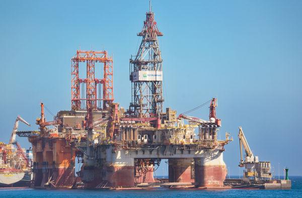 A Petrobras é a estatal responsável pela exploração e produção de petróleo no Brasil.*
