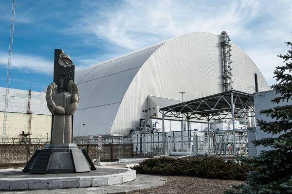 Estrutura de contenção construída para impedir o vazamento de mais material radioativo em Chernobyl.**