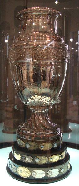 Copa América exposta no Museu da Conmebol. Crédito: Hazaña17