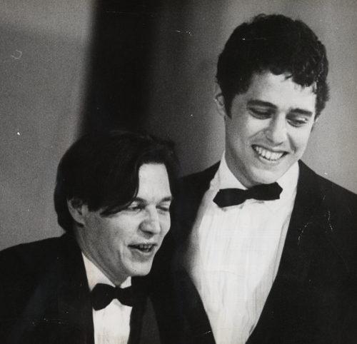 Tom Jobim foi um dos grandes parceiros musicais de Chico Buarque**