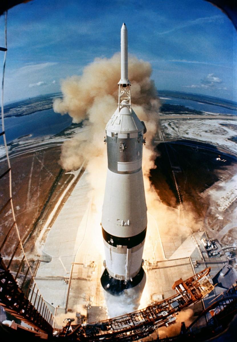 Lançamento do foguete Saturno V, carregado com a espaçonave Apolo 11.