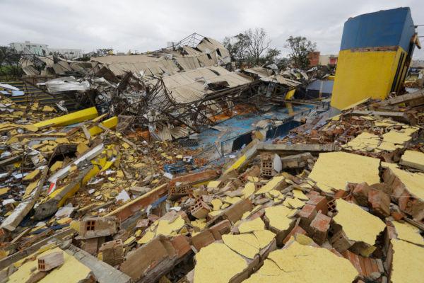 O furacão Catarina, ocorrido no Brasil, deixou centenas de pessoas desabrigadas na região de Xanxere, em Santa Catarina.**