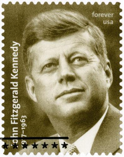 O presidente americano John F. Kennedy anunciou a intenção de levar o homem à Lua, em 25 de maio de 1961.***
