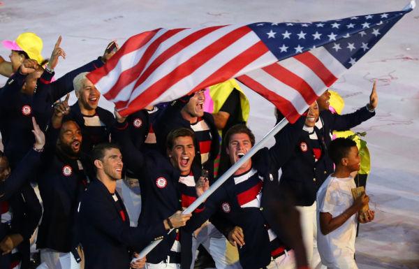 Nos diversos torneios esportivos mundiais, os Estados Unidos apresentam equipes muito competitivas na maior parte dos esportes disputados.
