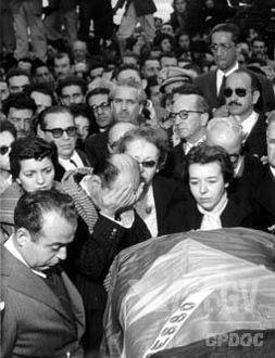 Funeral de Vargas em São Borja, no Rio Grande do Sul.[1]