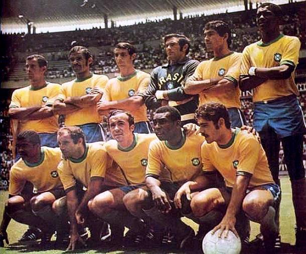 Seleção do Brasil na Copa do México, em 1970. Em pé: Carlos Alberto, Brito, Piazza, Félix, Clodoaldo e Everaldo. Ajoelhados: Jairzinho, Gérson, Tostão, Pelé e Rivelino.4