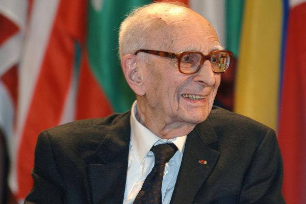Claude Lévi-Strauss, o antropólogo que questionou o etnocentrismo presente nas análises antropológicas.