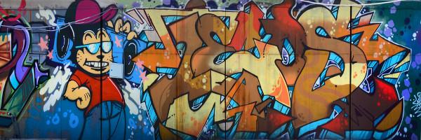 O grafite é um exemplo de manifestação cultural interessante, pois ele tem um caráter popular, por estar fora do eixo erudito, com elementos da cultura de massa.