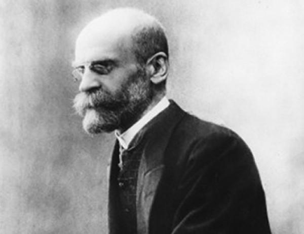 O sociólogo francês Émile Durkheim, autor do livro A divisão Social do Trabalho.