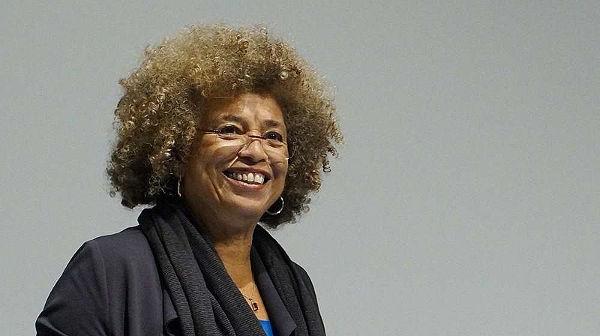 Angela Davis, filósofa, escritora e ativista pela igualdade racial e de gênero nos Estados Unidos. [1]