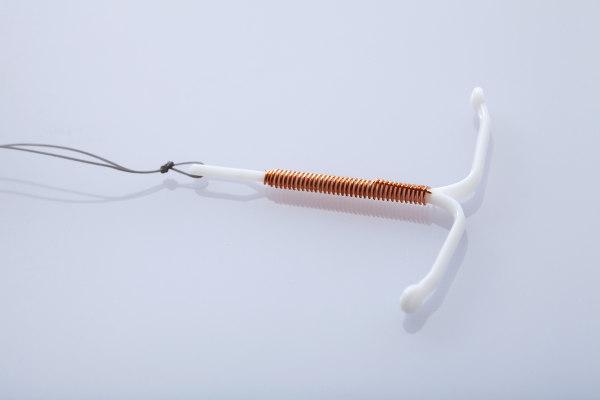O DIU é um método contraceptivo que, diferentemente da camisinha, não garante proteção contra doenças como gonorreia e sífilis.