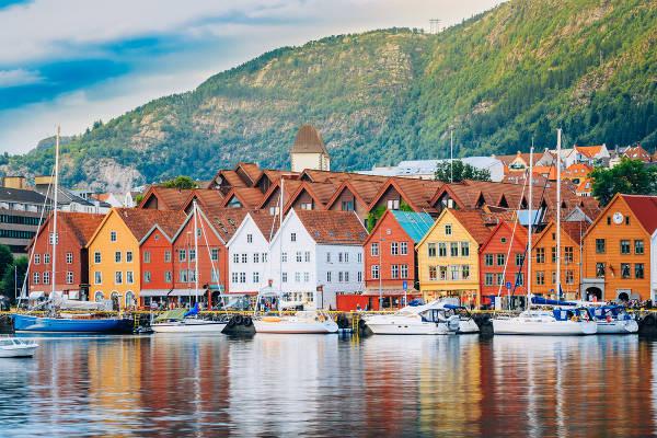 l A Noruega lidera o ranking de IDH mundial, apresentando a melhor qualidade de vida entre os países.