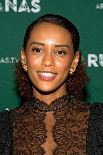 A atriz Taís Araújo ficou famosa por interpretar Chica da Silva na telenovela produzida pela Manchete na década de 1990.[3]