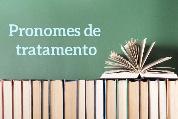 Os pronomes de tratamento possuem contextos específicos de uso.