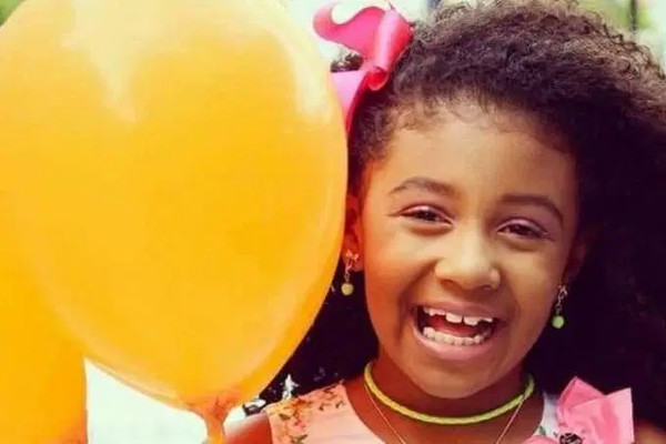 Menina Ágatha pode ter sido morta por disparo da polícia. / Crédito: Reprodução Facebook